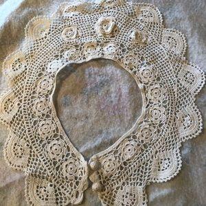 Vintage crocheted collar. Pristine white.